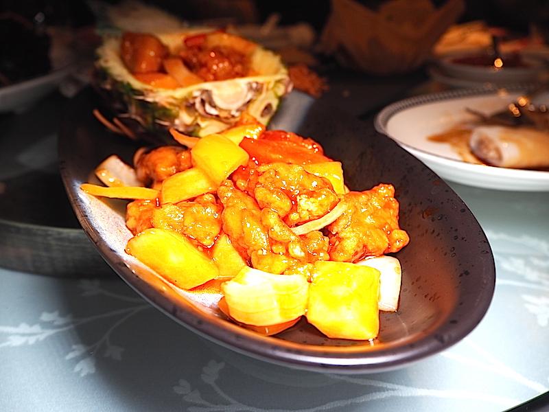 Shang Palace Shangri-La Bosphorus  Wok'ta pişirilmiş ananslu tavuk