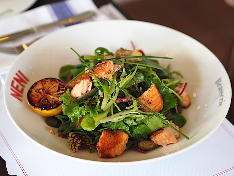 Neni Brasserie Fırın Somonlu Salata