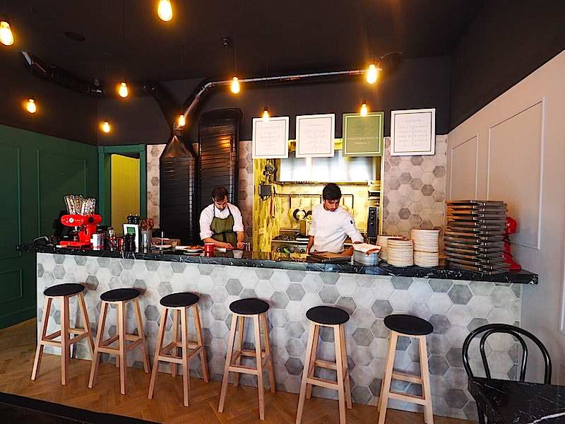 Snob Street Food Bar