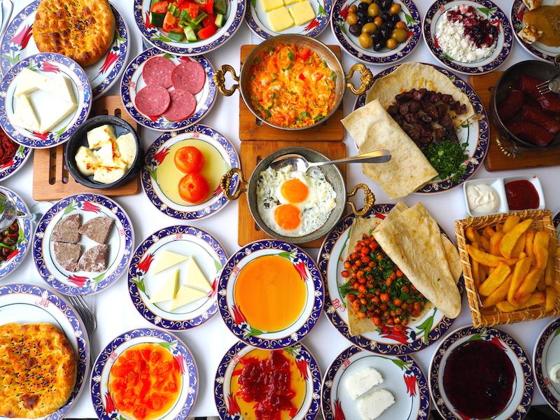 İstanbul'un En İyi Serpme Kahvaltıları - Ramazan Bingöl Et Lokantası